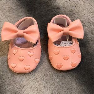 Other - Pink heart baby shoe with bow detail